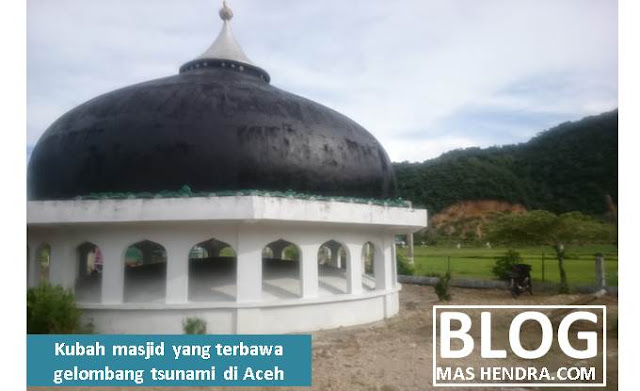 Kubah Masjid Terseret Gelombang Tsunami di Aceh - Blog Mas Hendra