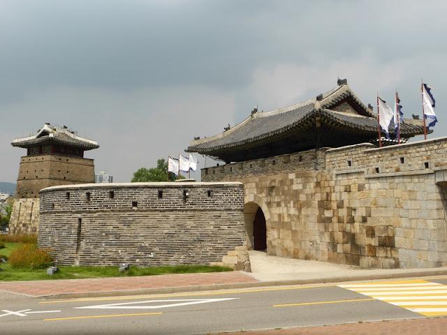Puerta Hwaseomun de la Fortaleza de Suwon
