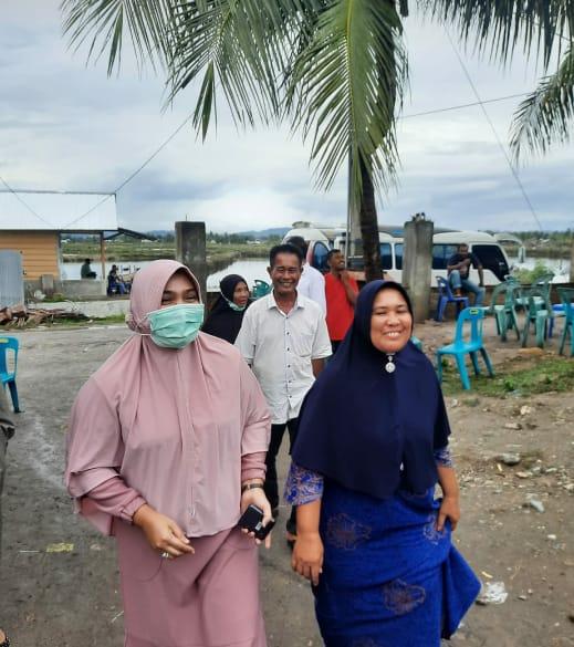 Dr. Hj Rizayati Ketum Partai Indonesia Terang Saweu Gampong di Bireuen