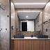 Banheiro contemporâneo com sauna + porcelanato cinza e amadeirado!