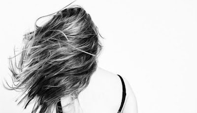 Ilustrasi arti mimpi rambut rontok