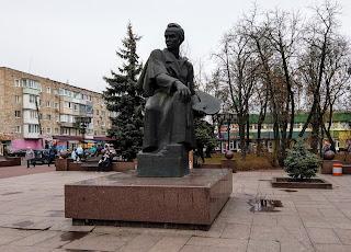 Прилуки. Памятник Т. Г. Шевченко