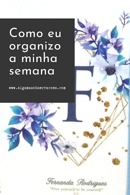 "Capa do meu planner 2020. F no centro com flores ao redor. Abaixo o meu nome e a citação do U2: ""Free yourself to be yourself""."
