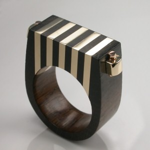 Joyería artesanal de madera