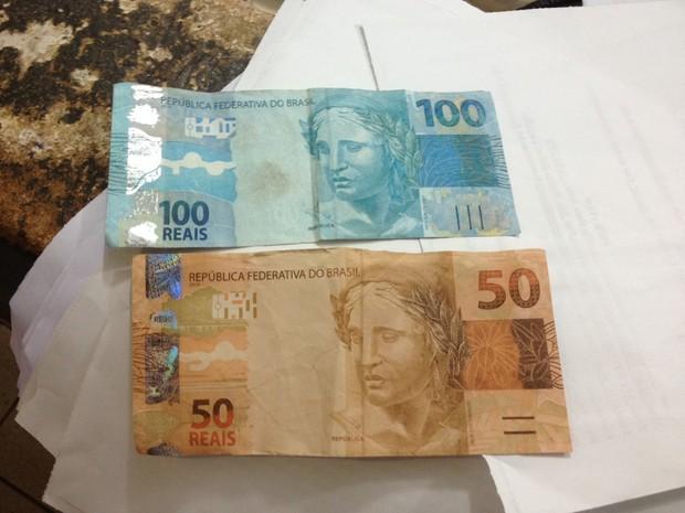 Comerciante recebe notas falsas de 100 e 50 reais