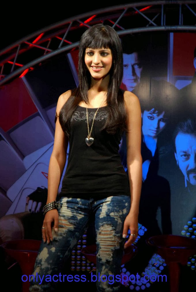 Sruthi Hasan Hot Singing At An Event  Biography And Hot -7972