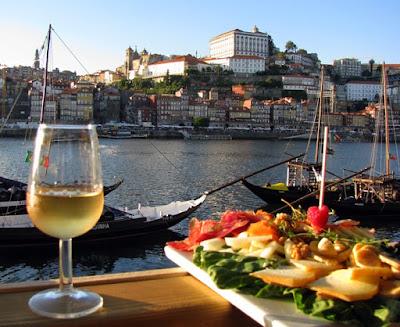 tábua de queijos e presunto e vinho do Porto