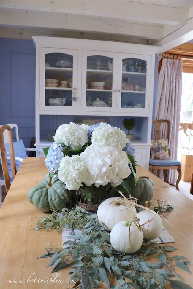 Welcome Fall with beautiful fall display tips