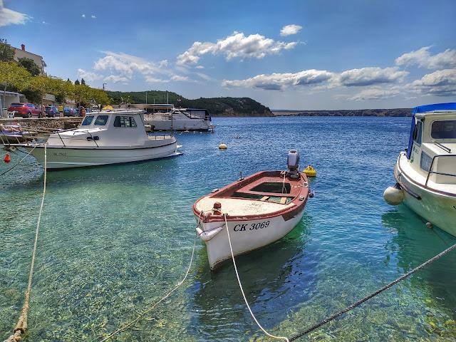 port w Jadranovie, północna Chorwacja, statki w zatoce