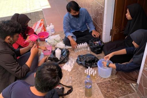 Pembuatan Hand Sanitizer