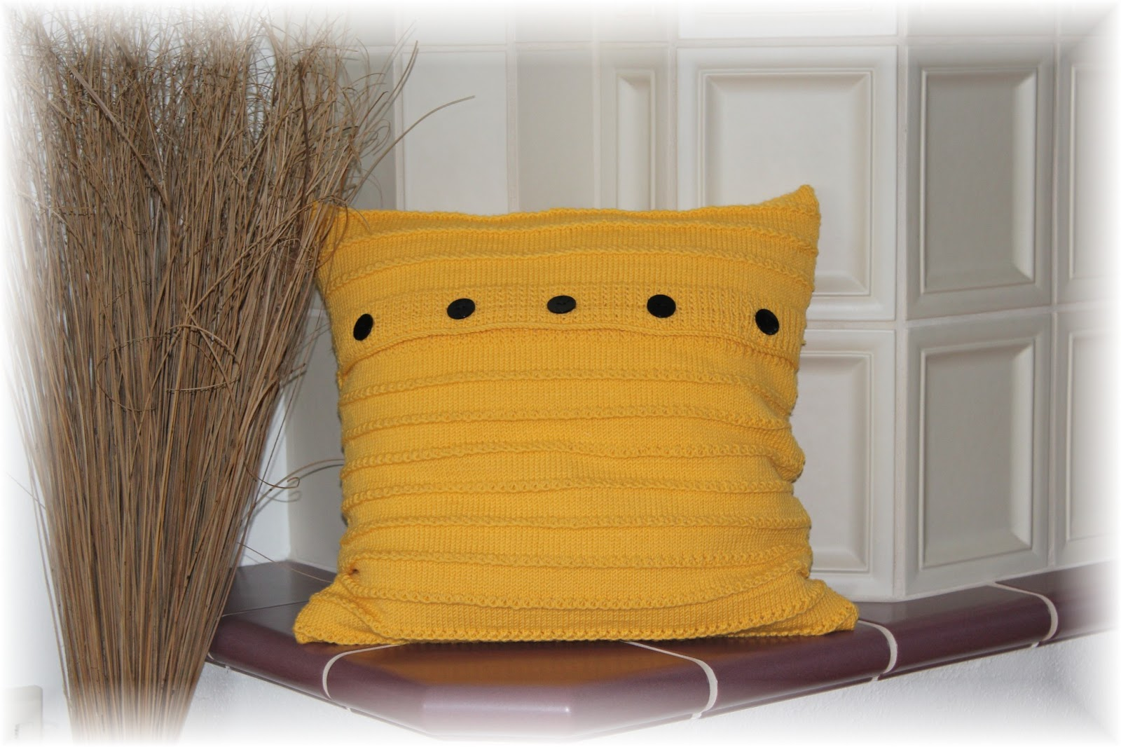 vielerlei selbstgemachtes couch kissen 1. Black Bedroom Furniture Sets. Home Design Ideas
