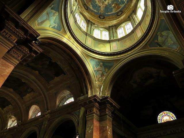 Fotocomposição mostrando parte do interior da Paróquia Bom Jesus do Brás - São Paulo
