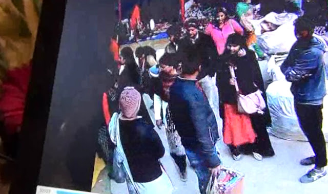 Do not do wrong, in the Surajkund fair, cctv will get caught like this stolen from the camera