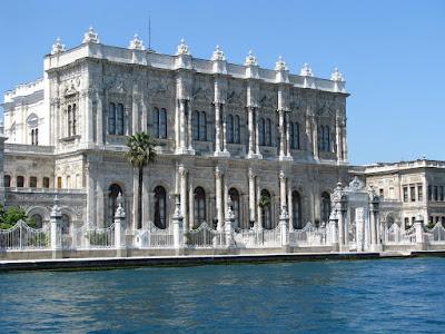 Istana Megah Dolmabache Sarayi di Turki
