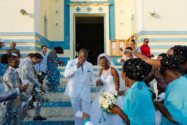Eglise Petit-Bourg photo mariage sortie des mariés