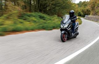Suzuki-Burgman-400-2018-carretera