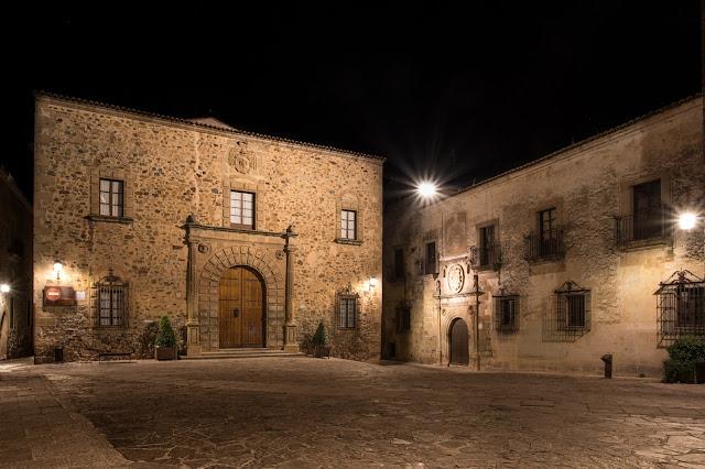 Palacio Episcopal :: Canon EOS5D MkIII | ISO100 | Canon 17-40@23mm | f/16 | 30s (tripod)