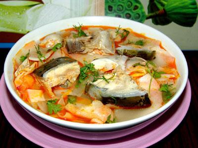 Canh cá nấu dứa