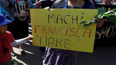 En la protesta de este lunes exigieron la liberación de la machi Francisca Linconao, Santiago de Chile, 10 de octubre 2016.