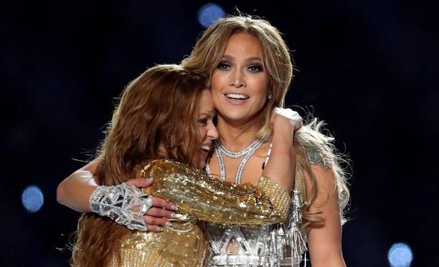 Jennifer Lopez e Shakira fazem uma exibição de poder latino diante de 100 milhões de norte-americanos