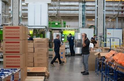 Bisnis Bidang Logistik