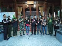 Koramil 04/Jebres Kodim Solo Gandeng FKPPI dan HIPAKAD Bagi-bagi Takjil