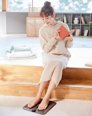 Park Min Young  rok midi skirt manis plisket pastel