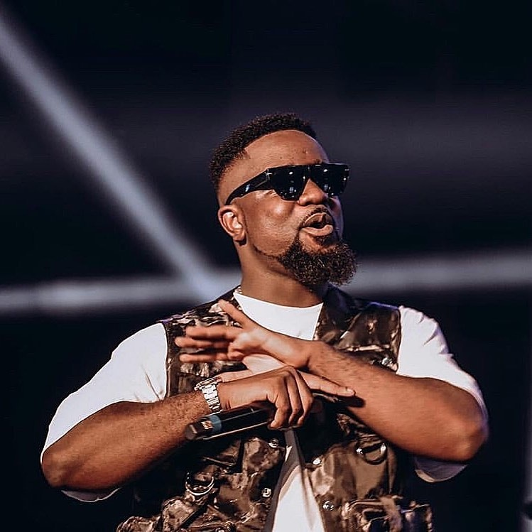 Some funny replies fans gave Sarkodie when he asked them to talk to him.