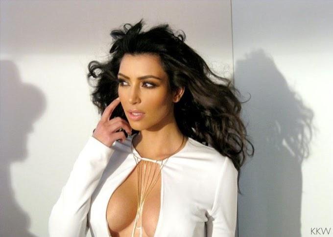 Trik Rahasia untuk Mengangkat Payudara Ala Kim Kardashian