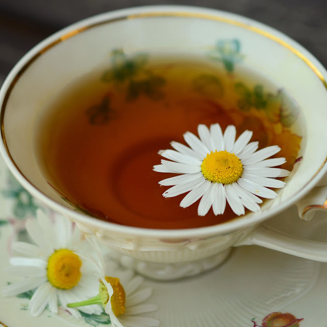 Reviewing Twining's Chamomile, Honey & Vanilla tea - a relaxing blend