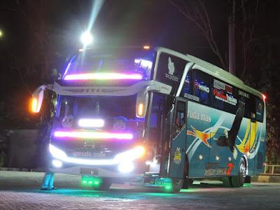 Foto Bus Garuda Mas Malam Hari