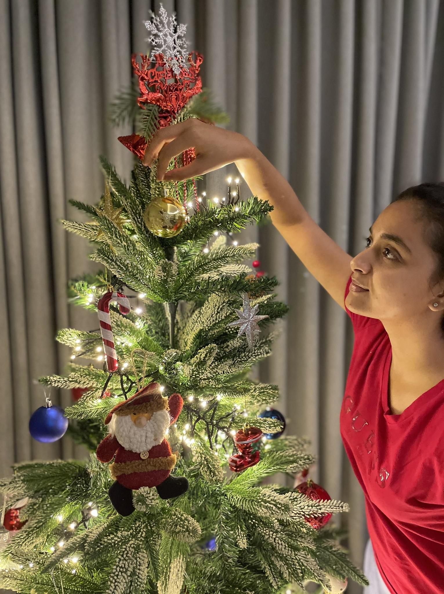 Keerthy Suresh Celebrating Merry Christmas