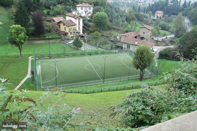 Куда же в Италии без футбола