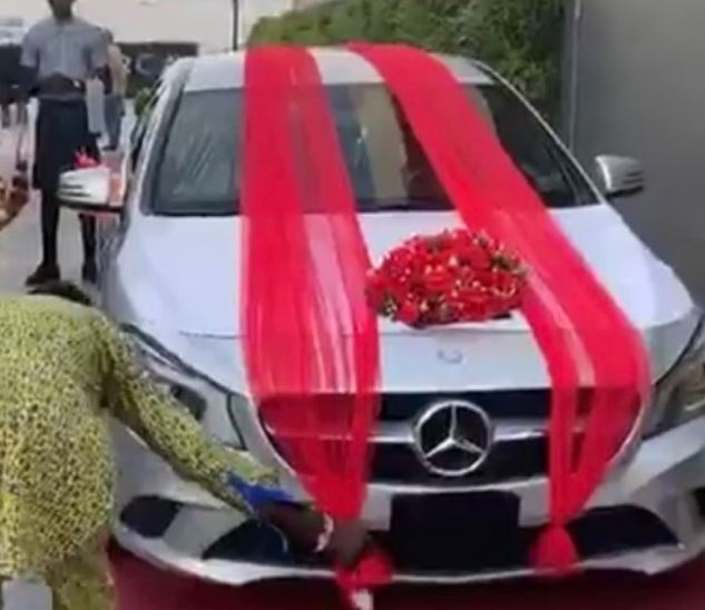 Reality star Thelma receives a Benz gift from fans during her meet & greet