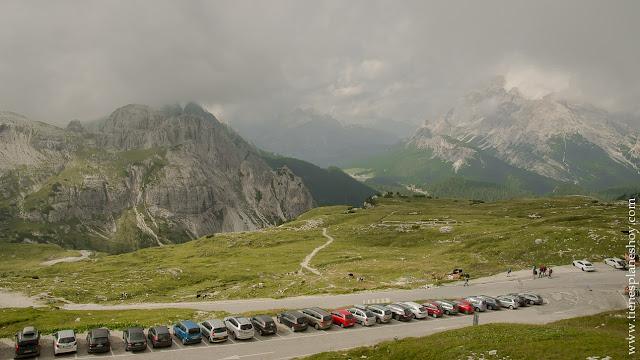 Aparcamiento Tres Cimas Lavaredo Ruta Dolomitas Italia trekking