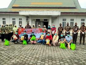 Peduli sesama, Kejari Muaro Jambi Berikan 100 paket sembako bagi pasien dan Nakes Covid 19