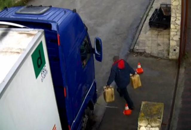 Traffico illegale di carburante, coinvolti due clan mafiosi, un carabiniere e due finanzieri sospesi dal servizio [VIDEO]