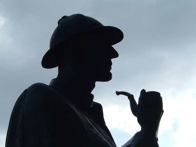 Yes, we know this is the Sherlock Holmes statue in London, not Edinburgh