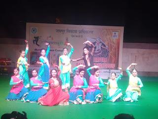"Amphitheatre, Masala Chowk "" *Kathak, Garba and Folk Dance by Krishna kriti nritya kala kendra(kathak) & Movers Dance Company and Laxmi Sapera Rajasthani Folk Group*  news in hindi"