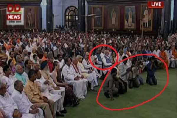 pm-narendra-modi-during-oath-ceremony-sit-besides-cameraman