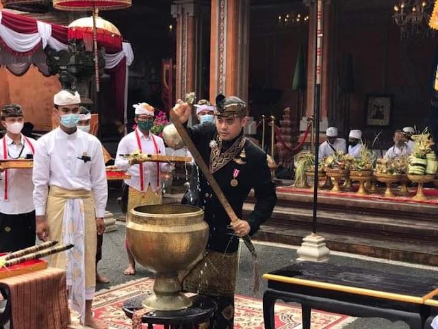 Prosesi Ngadeg Ratu Mojopahit Bali ke-XI Disuguhkan Tarian Sakral