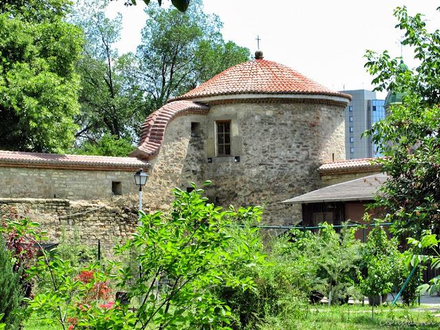 Mãnãstirea Golia - Zidul si unul din turnurile de colţ - blog FOTO-IDEEA