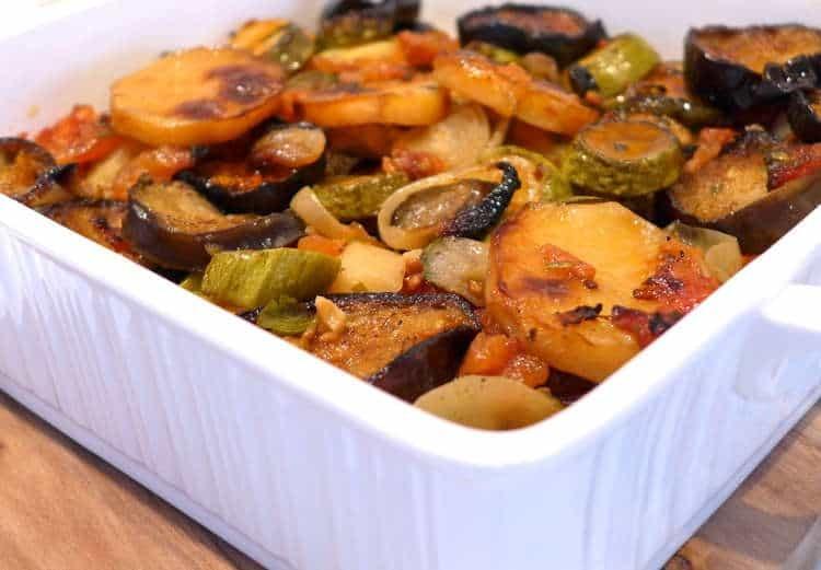 Legume la cuptor, reteta greceasca - mod de preprarare si ingrediente