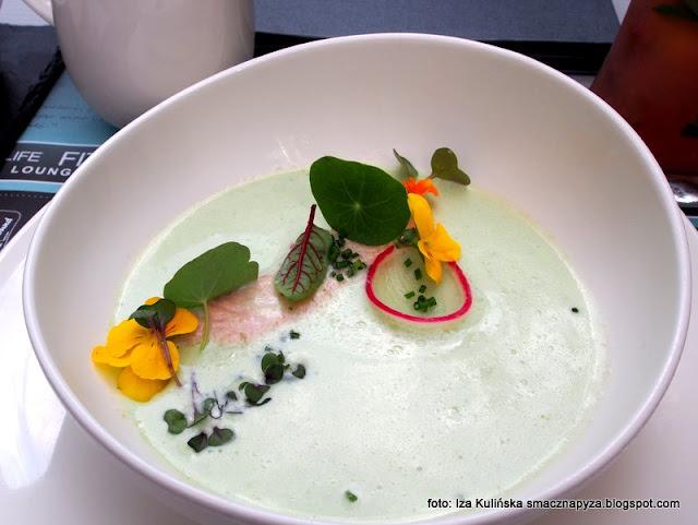 chłodnik na mleku kokosowym z ziołami i cytryną oraz pstrągiem , zupa , zupa dnia , obiad , bistro , test , blogerka kulinarna , menu , warszawa ,