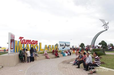 Taman Muaro Lasak dan Tugu Perdamaian