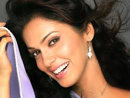 Isha Koppikar Profile Biography Family Photos and Wiki and Biodata, Body Measurements, Age, Husband, Affairs and More...
