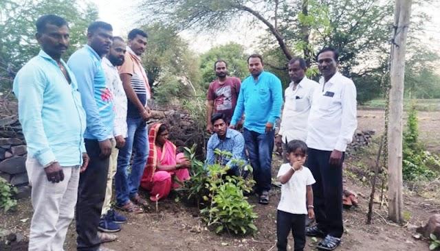 डीवायएसपी अरविंद रायबोले यांचा वाढदिवस ग्रामस्थांनी झाडे लावून केला साजरा -NNL