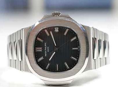 2dda7d95c1d El relanzamiento del replicas de relojes Patek Philippe Nautilus 3700 1  (que se convirtió en el 5711   1A) se llevó a cabo en 2006