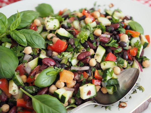 Välimerellinen kolmen pavun salaatti