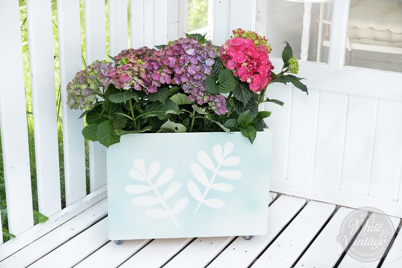 Holzkiste für Blumen und Pflanzen mit Rädern selber machen